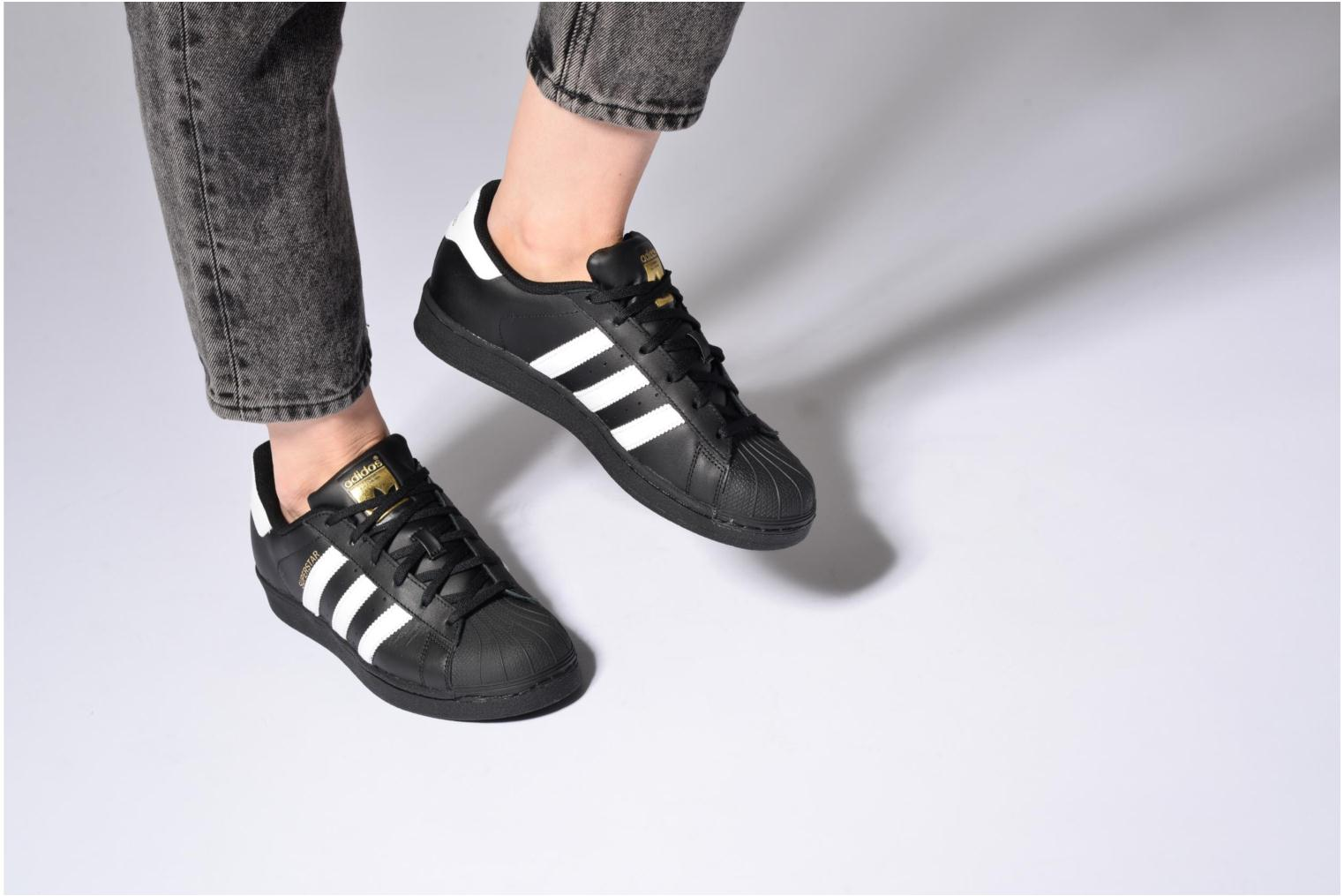 Baskets Adidas Originals Adidas Superstar Foundation W Noir vue bas / vue portée sac